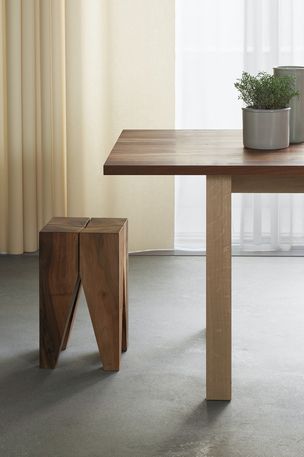 e15 backenzahn stool with fayland table