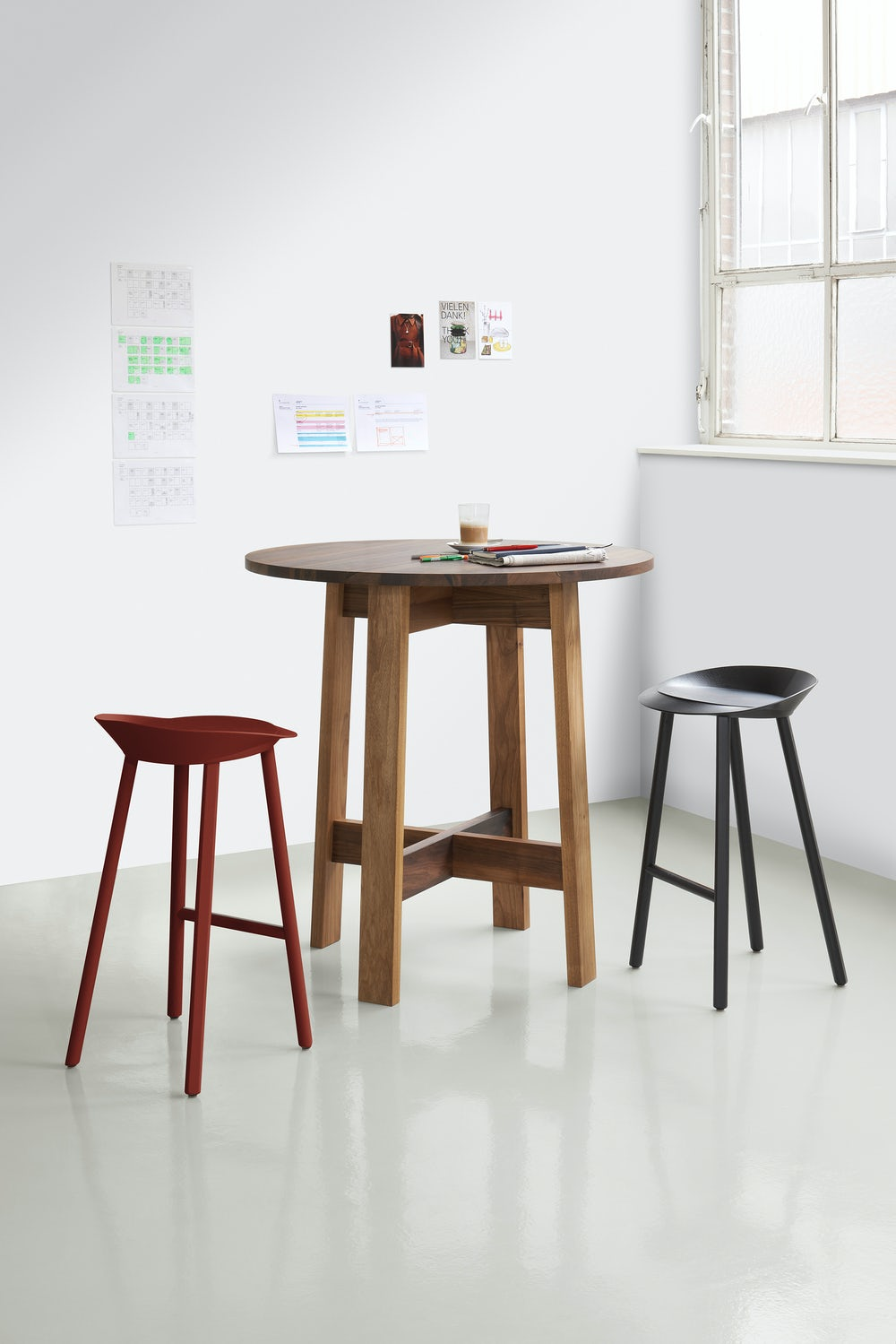 round basis high table by e15 furniture