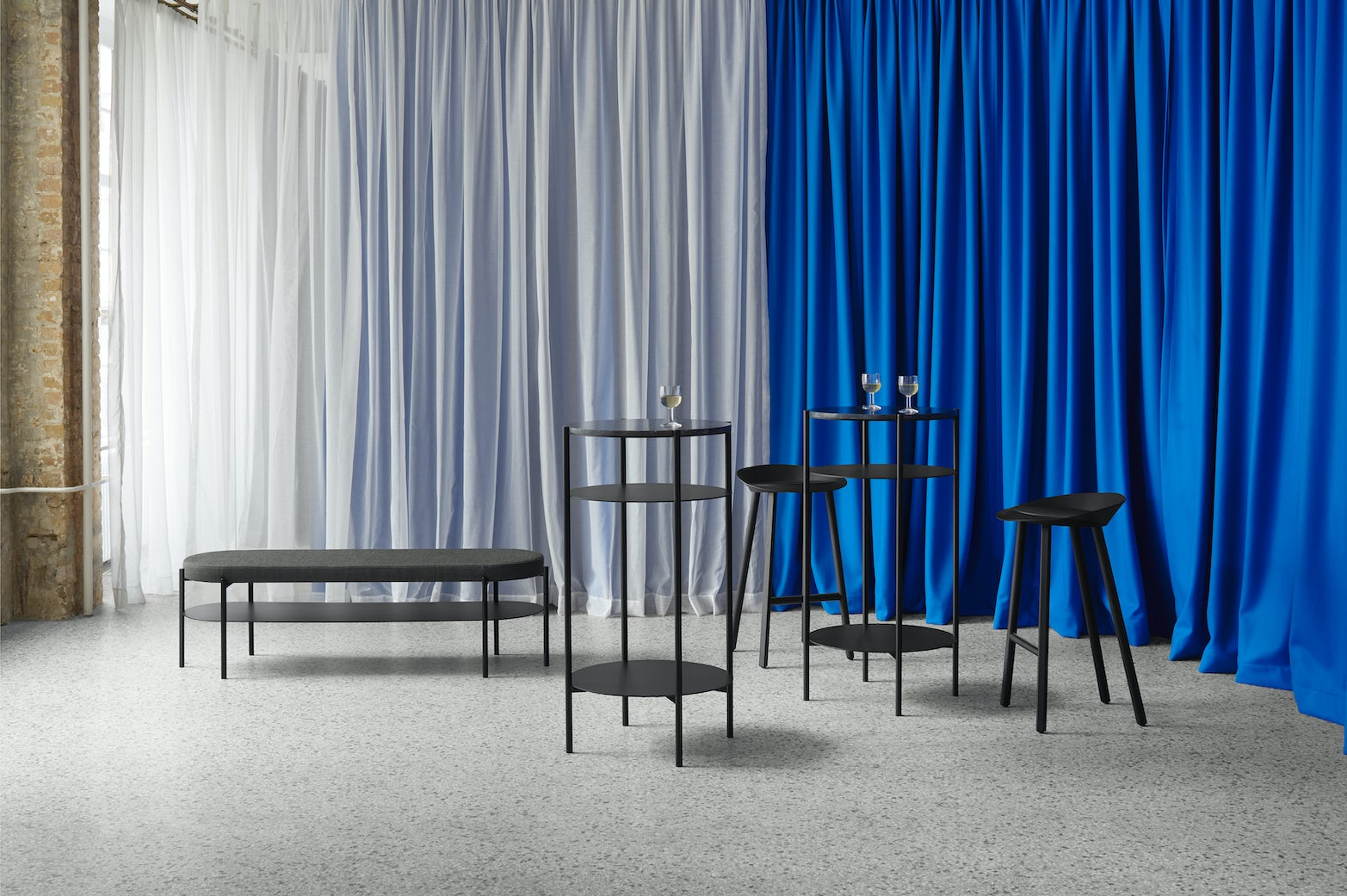 e15 jean stool with elbe tables