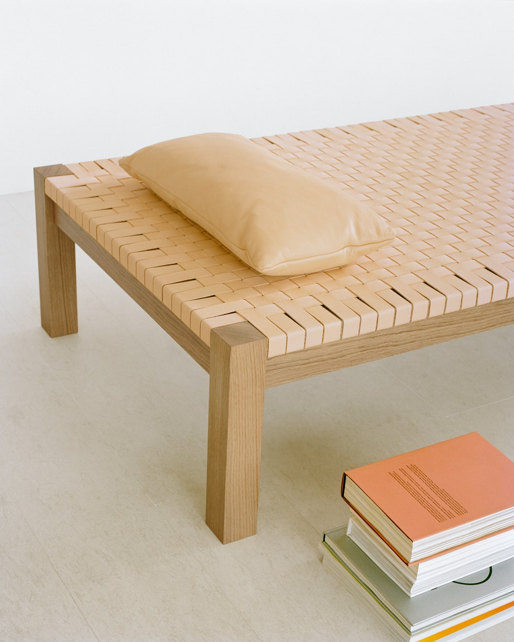 e15 theban daybed in natural leather by ferdinand kramer