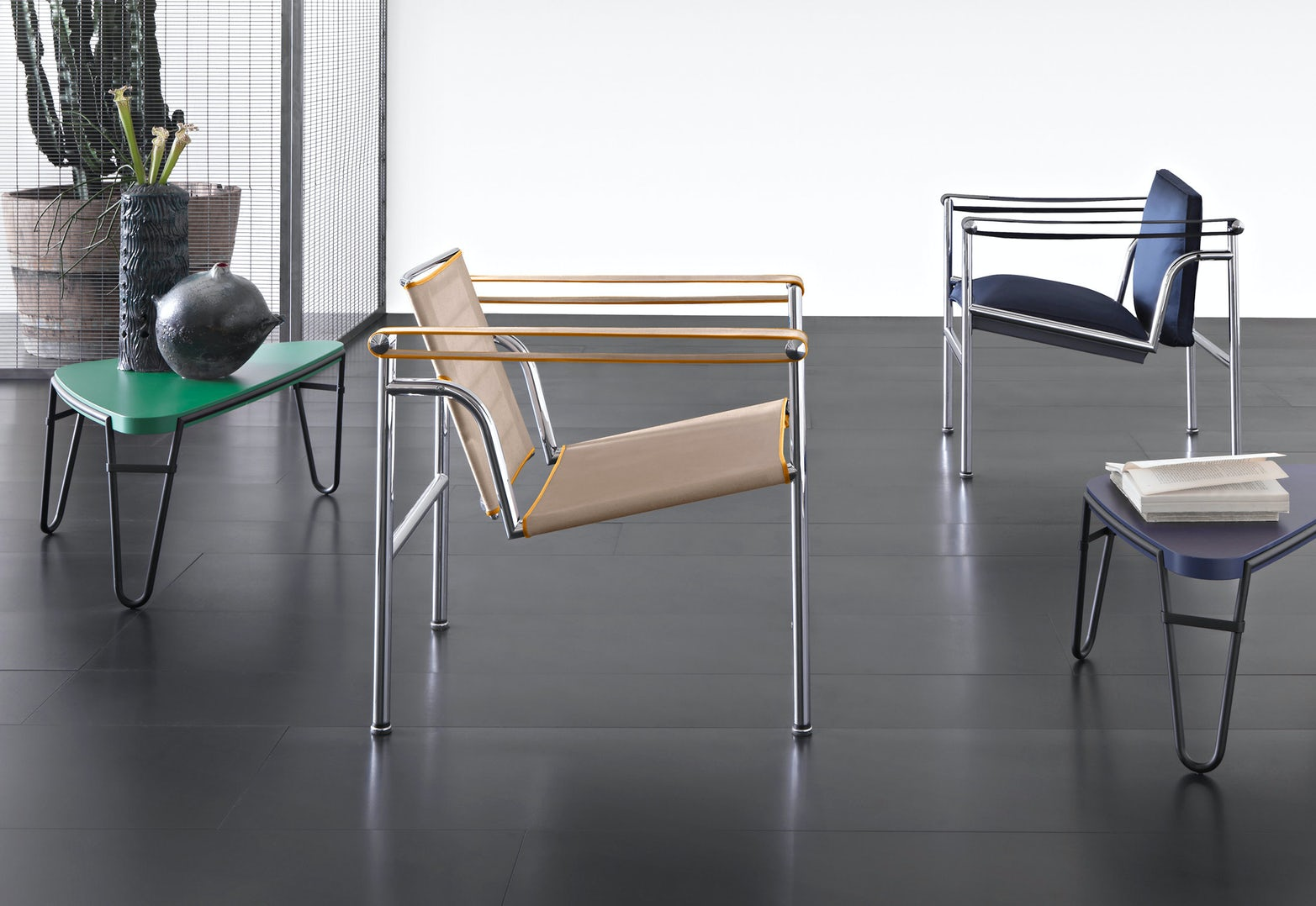 LC1 UAM armchair Le Corbusier Pierre Jeanneret Charlotte Perriand Cassina 4
