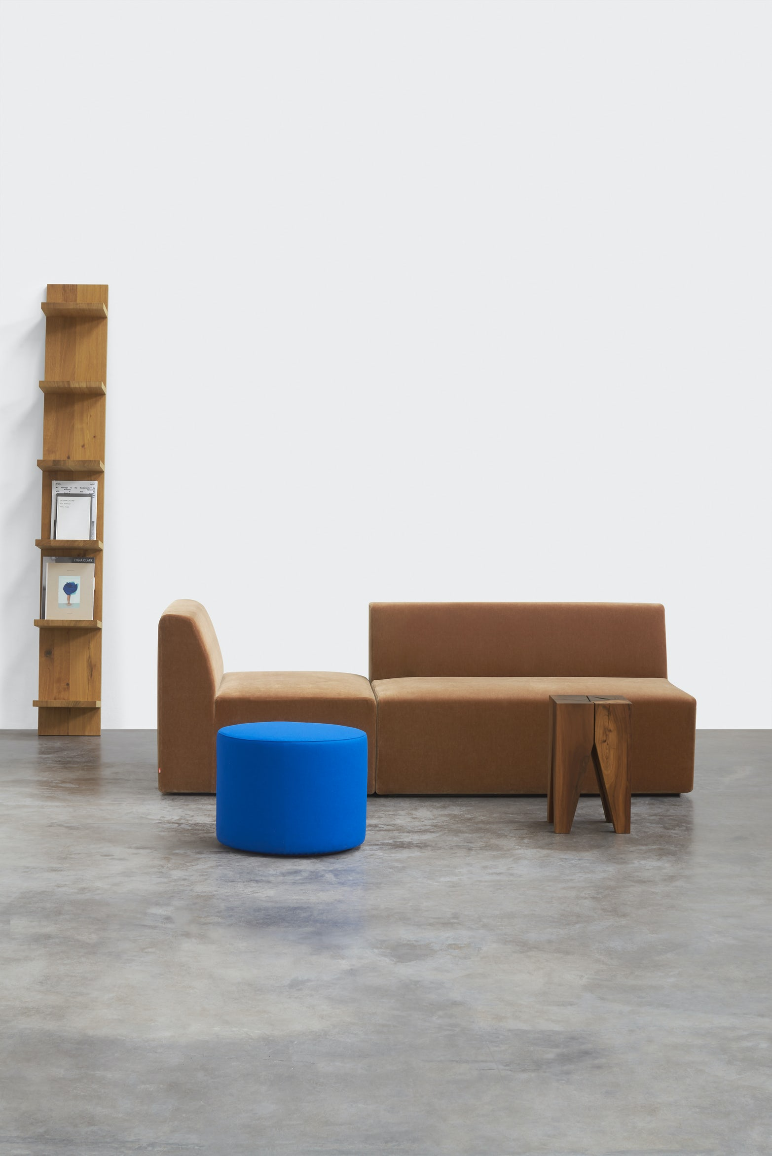 e15 mate shelf with kerman sofa and pouf and backenzahn stool